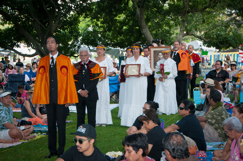 DSC_9769 The Royal Order processes into Moanalua Gardens